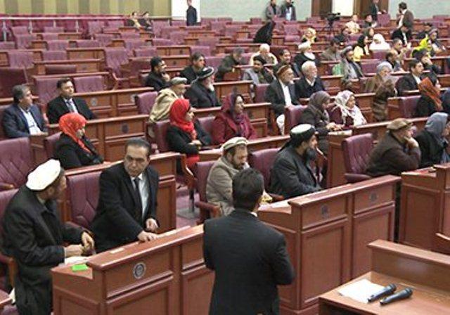 انتقاد نمایندگان از استخدام ۳هزار مشاور و ۵ هزار متخصص در ادارات حکومتی