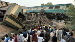 پاکستان کې ترافيکي پېښې ۷۷ تنو ته مرګ ژوبله واړوله
