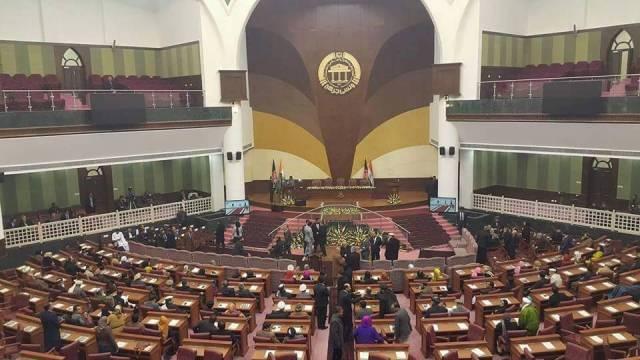 نگرانی نمایندگان از استیضاح ۱۷وزیر؛ مجلس عفو عمومی وزرا را اعلام کند