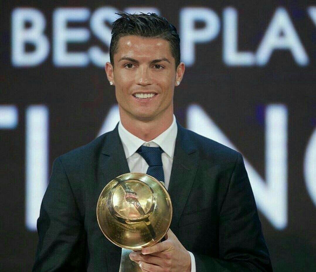 رونالدو جایزه فوتبالیست سال گلوب ساکر را کسب کرد