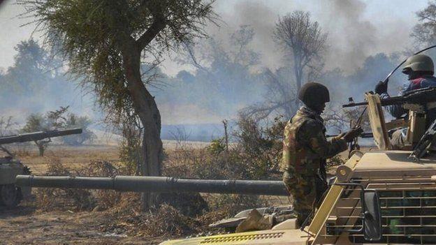 نایجریا کې د بې ځایه شویو خلکو پر یو کمپ په بمبار کې ۱۰۰ تنه وژل شوي