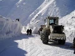 برفباری و طوفان شدید شاهراه سالنگ را مسدود کرد