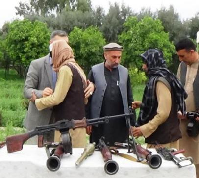 ننګرهار کې ۱۸ وسله وال طالبان د سولې له بهیر سره یو ځای شول