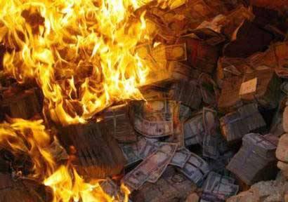 بانک مرکزی به ارزش ۳۶۰ میلیون افغانی بانکنوتهای فرسوده را آتش زد