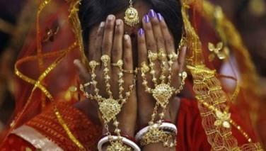 دختر هندی چند بار بخاطر پول با دختران عروسی کرد