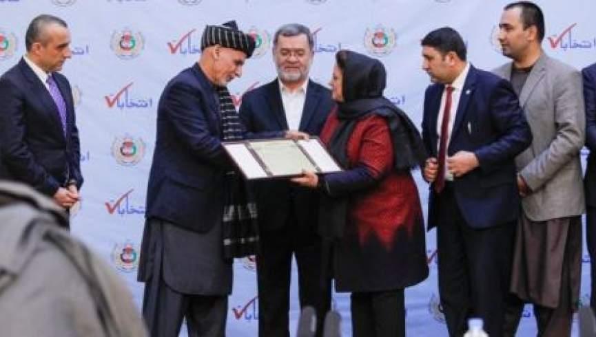 کمیسیون انتخابات به محمداشرف غنی برنده انتخابات اعتبارنامه داد