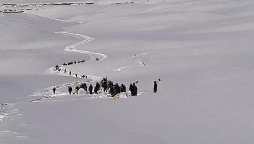 انسداد جاده ها در روستاهای بند امیر به دلیل برف؛  بودجه ای برای از سرگیری جاده های روستایی در نظر گرفته نشده است