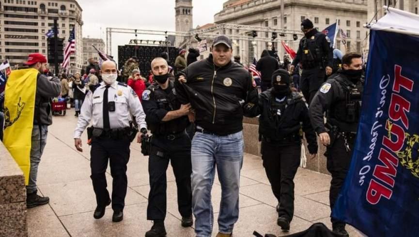 طرفداران ترامپ قبل از شروع درگیری ها و اعتراضات پلیس