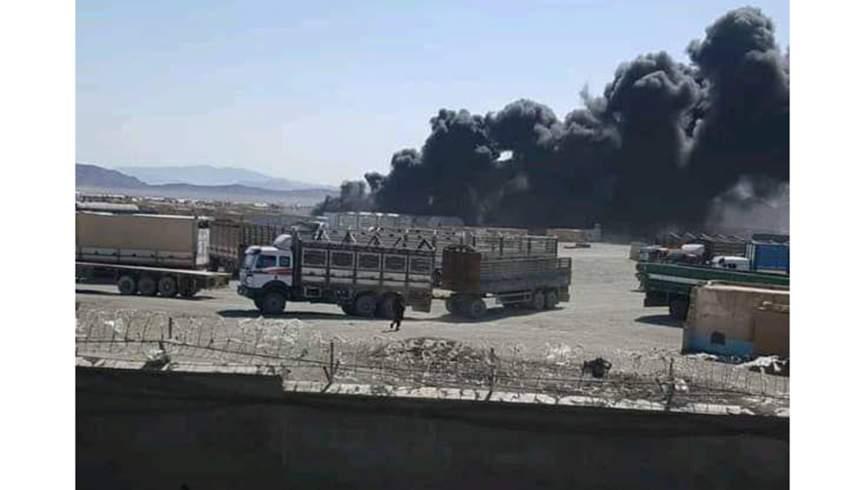 آتش سوزی در گمرک میل 78 فراه؛  تاکنون دو پمپ بنزین به آتش کشیده شده است